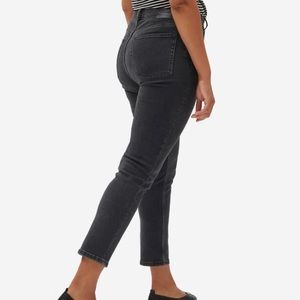Everlane Curvy Cheeky Straight Jean- Washed Black